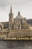 圣保罗从Marsamxetto港口的` s大教堂在马耳他的瓦莱塔 免版税库存图片