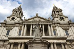 圣保罗` s大教堂正门  免版税库存照片