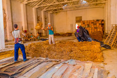 圣克拉拉,古巴- 2015年9月08日:手工制造 免版税库存照片