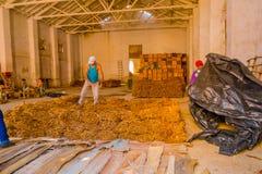 圣克拉拉,古巴- 2015年9月08日:手工制造 图库摄影
