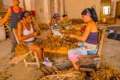 圣克拉拉,古巴- 2015年9月08日:手工制造 免版税库存图片
