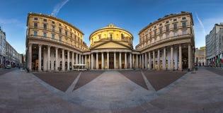 圣克罗圣查尔斯Borrome广场和教会全景  免版税库存图片
