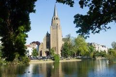 圣克罗斯教会在Flagey地区,布鲁塞尔,比利时 库存照片