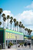 圣克鲁斯海滩木板走道的餐馆 免版税库存照片