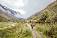 圣克鲁斯艰苦跋涉,山脉布朗卡,秘鲁南美风景  库存图片