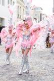 圣克鲁斯西班牙的狂欢节小组提出一个舞蹈展示里面  库存图片