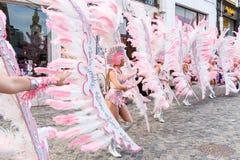 圣克鲁斯西班牙的狂欢节小组提出一个舞蹈展示里面  免版税库存图片