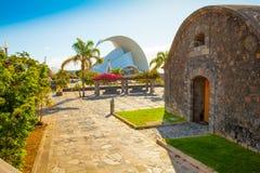 圣克鲁斯观众席和卡斯蒂略圣胡安入口在特内里费岛 免版税图库摄影