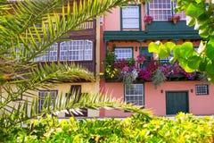 圣克鲁斯de拉帕尔马岛殖民地房子门面 免版税库存照片