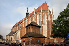圣凯瑟琳哥特式教会在克拉科夫 免版税库存图片