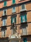 圣加埃塔诺雕象在那不勒斯 褶皱藻属,意大利 免版税库存图片