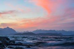 圣卡洛斯de巴里洛切,阿根廷山和湖  免版税库存照片