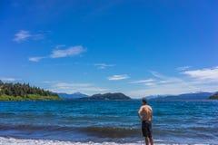 圣卡洛斯de巴里洛切,阿根廷山和湖  库存图片
