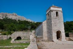 圣卢西亚教会和在Jurandvor - Baska的古老废墟- krk - 免版税库存照片