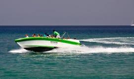 圣卢西亚-速度小船巡航的浏览乐趣 库存照片