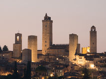圣吉米尼亚诺塔在晚上 免版税图库摄影