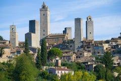 圣吉米尼亚诺特写镜头中世纪塔在一个晴朗的9月早晨 意大利 免版税库存照片