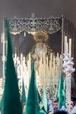 圣周在圣费尔南多,卡迪士,西班牙 我们的雍容和希望的夫人被加冠 库存图片