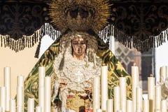圣周在圣费尔南多,卡迪士,西班牙 我们的雍容和希望的夫人被加冠 免版税库存图片