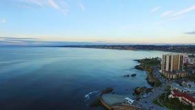圣地亚哥沿海水域空中射击日落的 股票录像