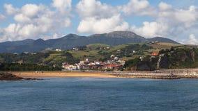 圣地亚哥海滩在Zumaia 库存照片