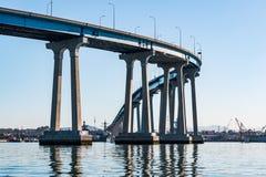 圣地亚哥科罗纳多跨过圣地亚哥海湾的海湾桥梁 库存图片