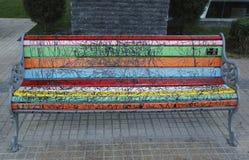 圣地亚哥被绘的长凳在Las Condes,圣地亚哥de智利 免版税库存照片