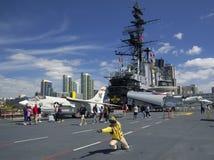 圣地亚哥,加利福尼亚,美国- 2016年3月13日:USS中途在圣地亚哥港口,美国 库存照片