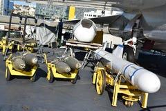 圣地亚哥,加利福尼亚-美国- 12月04,2016 -有航空器USS中途博物馆的驾驶舱 免版税库存照片