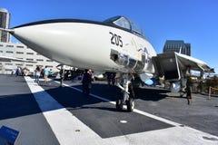 圣地亚哥,加利福尼亚-美国- 12月04,2016 -航空器雄猫战斗机在中途博物馆 免版税图库摄影