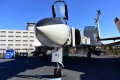 圣地亚哥,加利福尼亚-美国- 12月04,2016 -麦克当诺道格拉斯公司航空器在USS中途博物馆 免版税图库摄影