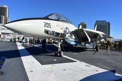 圣地亚哥,加利福尼亚-美国- 12月04,2016 - F-14雄猫战斗机在中途博物馆 库存图片