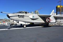 圣地亚哥,加利福尼亚-美国- 12月04,2016 - USS中途博物馆航空器612 免版税库存照片
