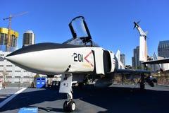 圣地亚哥,加利福尼亚-美国- 12月04,2016 - USS中途博物馆麦克当诺道格拉斯公司航空器 免版税库存照片
