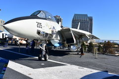 圣地亚哥,加利福尼亚-美国- 12月04,2016 - USS中途博物馆F-14雄猫战斗机 库存图片