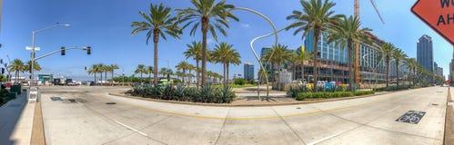 圣地亚哥,加州- 2017年7月30日:在百老汇码头o附近的城市地平线 免版税图库摄影