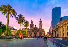 圣地亚哥de智利,智利:日落的阿马斯广场 免版税图库摄影