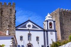 圣地佩德罗教会城堡围住Obidos葡萄牙 库存照片