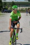 圣坎迪多,意大利2017年5月26日:专业骑自行车者达维德Fromolo, Cannondale Drapac队,在从公共汽车的途中到开始 免版税库存图片