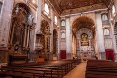 圣塔伦的亦称内部看见大教堂诺萨Senhora da康塞桑教会 免版税库存照片
