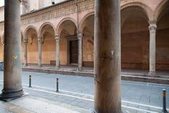 圣塔切奇利娅讲说术拱廊在波隆纳,意大利 库存照片