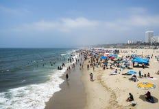 圣塔蒙尼卡从码头的海滩视图2017年8月12日, -圣塔蒙尼卡,洛杉矶, LA,加利福尼亚,加州 免版税库存照片
