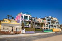 圣塔蒙尼卡加利福尼亚海滩五颜六色的房子 图库摄影
