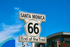 圣塔蒙尼卡标志-火车的路线66末端 免版税图库摄影