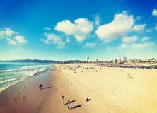 圣塔蒙尼卡海滩的人们 免版税库存图片