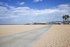 圣塔蒙尼卡海滩自行车道路和码头 免版税库存照片