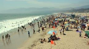 圣塔蒙尼卡海滩风景视图在一个热的夏天下午的。 库存照片