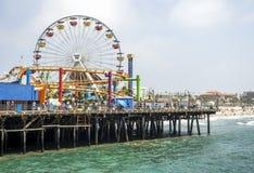圣塔蒙尼卡轮子和rollercoast的码头视图2017年8月12日, -圣塔蒙尼卡,洛杉矶, LA,加利福尼亚,加州 库存照片