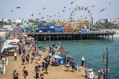 圣塔蒙尼卡轮子和rollercoast的码头视图2017年8月12日, -圣塔蒙尼卡,洛杉矶, LA,加利福尼亚,加州 免版税库存图片