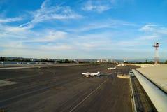 圣塔蒙尼卡,加利福尼亚美国- 2016年10月07日:航空器停车处在机场 免版税图库摄影